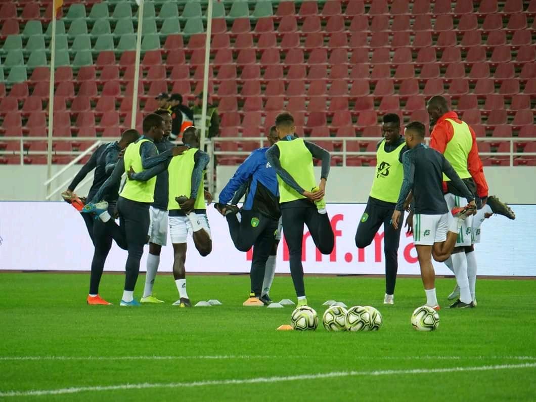 عمليات الإحماء للاعبي المنتخب الوطني قبل مواجهة المغرب (FFRIM)